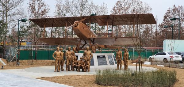 한인비행학교 기념조형물