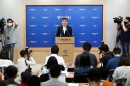 황인식 서울시 대변인이 15일 오전 서울 중구 서울시청 브리핑룸에서 직원 인권침해 진상규명에 대한 서울시 입장 발표를 하고 있다.