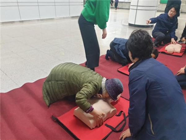 시민 대상 심폐소생술 교육 모습