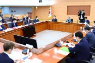 강경화 외교부 장관이 28일 서울 종로구 외교부에서 열린 '제7차 외교전략조정 통합분과회의'에 참석해 발언하고 있다.