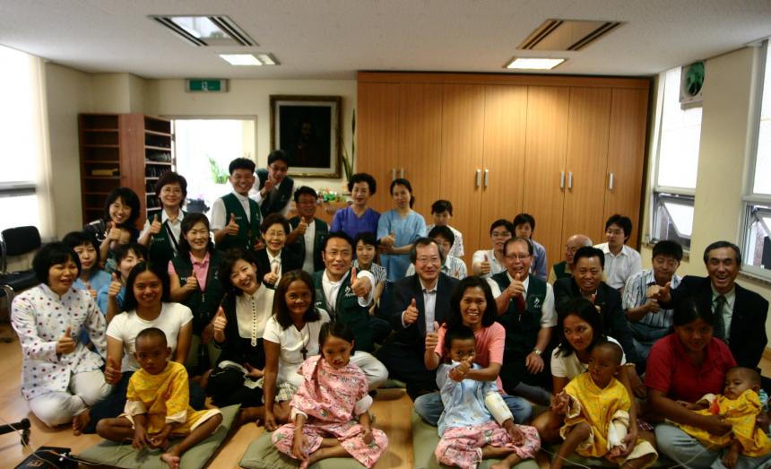 구순구개열 치료를 위해 한국으로 데려온 아시아 어린이들