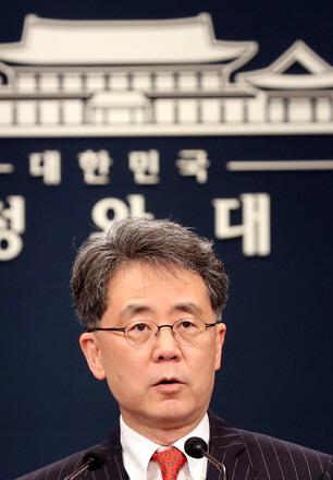 김현종 국가안보실 2차장이 28일 청와대 춘추관 대브리핑룸에서 한-미 미사일 지침과 관련해
