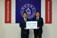 여준영 (주)에이블정보기술 이사회 의장(사진 왼쪽)이 이광섭 총장