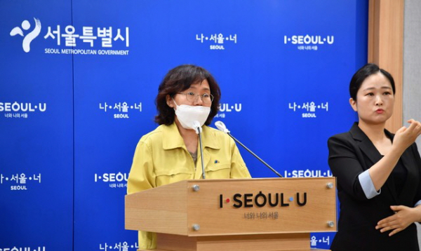 박유미 서울시 재난안전대책본부 방역통제관이 서울 중구 서울시청에서 신종 코로나바이러스 감염증(코로나19) 관련 브리핑을 하고 있다.