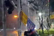 태풍경보가 발효된 7일 오전 부산 영도구 동삼동의 한 신호등이 강풍에 떨어져 있다.