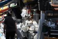 코로나19 재확산으로 인한 사회적 거리두기 2.5단계 시행중인 8일 서울 황학동시장에 위치한 한 중고 주방용품 가게가 한산하다.