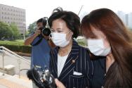 추미애 법무부 장관이 11일 오전 경기 과천시 법무부로 출근하고 있다. 2020.09.11. photo@newsis.com