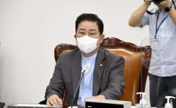 김병기 정보위 소위 위원장이 14일 국회 정보위에 출석해 박선원 국정원 기조실장의 보고를 받고 있다. ⓒ 뉴시스