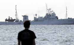 피격 공무원 탑승했던 어업지도선 무궁화 10호가 26일 오전 인천 옹진군 연평도 부근 해상에서 귀항을 위해 이동하고 있다.