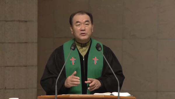 김운성 목사(영락교회)가 4일 주일설교로 '또 다른 손으로(마가복음 14:53-59)'를 전했다.