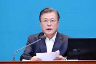 문재인 대통령이 6일 오전 청와대 여민관에서 영상으로 열린 제51회 국무회의에 참석해 발언하고 있다.