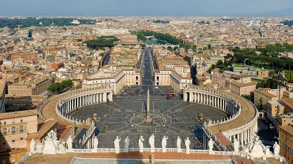 바티칸의 성 베드로 광장.