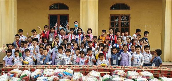굿피플, ㈜ 신원 기부한 의류 22만장 베트남 취약계층에 전달