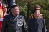 김정은 북한 국무위원장이 중국인민군의 한국전쟁 참전 70주년을 맞아 평안남도 회창군에 있는 인민군 전사자묘를 참배했다고 지난달 22일 조선중앙TV가 보도한 모습. ⓒ 조선중앙TV캡춰