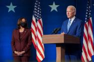 연설하던 조 바이든 미국 대통령 당선자(오른쪽)와 카멀라 해리스 부통령 당선자.