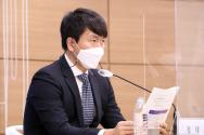 정대희 한국개발연구원(KDI) 경제전략연구부 연구위원이 9일 오전 정부세종청사에서 브리핑을 열고 '통화 공급 증가의 파급 효과와 신종 코로나바이러스 감염증(코로나19) 경제 위기'에 대해 설명하고 있다. ⓒ 뉴시스