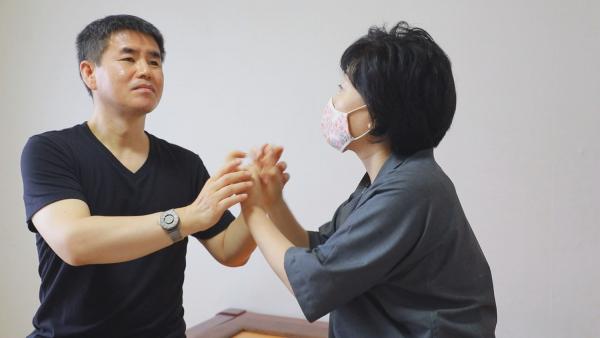 청각장애인으로 살다가 시각마저 잃은 시청각장애인 손창환 씨