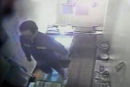 지난 2010년 3월16일 오후 경북 청송교도소 보안과에서 징역 12년을 선고받은 조두순이 CCTV 화면으로 보이는 모습. ⓒ 뉴시스
