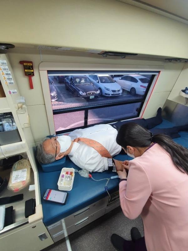 선한목자교회 유기성 목사 페이스북 헌혈
