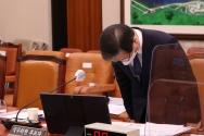 변창흠 국토교통부 장관 후보자가 23일 서울 여의도 국회에서 열린 인사청문회에 출석해 구의역 사고 관련 등 과거 발언에 대한 사과를 하고 있다.