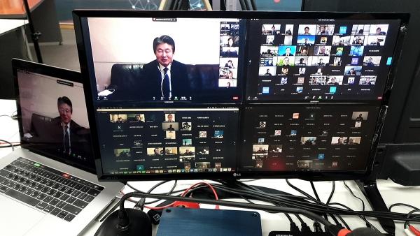 이사장 이규현 목사가 온라인 총회를 진행하고 있다.