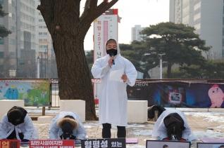 필라테스·피트니스 사업자연맹(PIBA)는 12일 오전 11시30분께 인천 남동구 구월동 인천시청 앞에서 '실내체육시설업 규제완화 촉구' 관련 집회를 열었다. ⓒ뉴시스