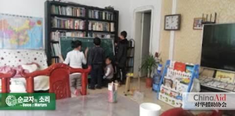 한국VOM, 린펀 언약 교회에서 공부하는 어린이들. 이 교회의 리지에 목사는 2018년에 중국 선언서에 서명한 기독교 지도자인데 최근 자택에서 퇴거당했다.
