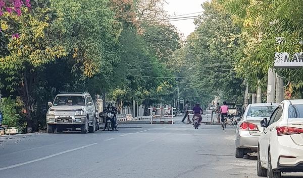 지난 1일 쿠데타를 일으킨 미얀마 군부가 만달레이 지역 관청을 봉쇄하고 있다.
