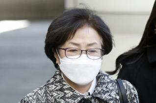 김은경 전 환경부 장관이 9일 '환경부 블랙리스트' 관여 혐의 1심 선고를 받기 위해 서울중앙지방법원으로 향하고 있다.
