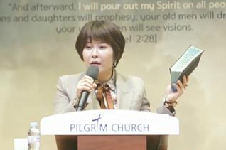 연예인 조혜련 집사가 필그림교회 특별간증집회에서 간증하고 있다.