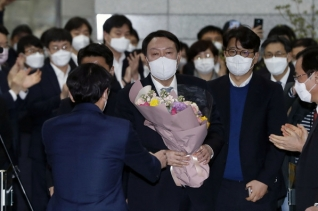 사의를 표명한 윤석열 전 검찰총장이 지난 4일 오후 서울 서초구 대검찰청을 떠나던 모습. ⓒ뉴시스