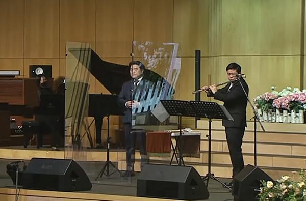 테너 배재철 집사와 플로리스트 송솔나무 선교사의 합동공연