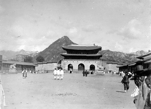 1910년 광화문 모습