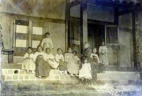 스크랜튼 대부인과 학생들