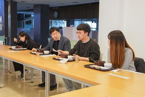 한동대 장순흥 총장, 학생들과 아침 식사
