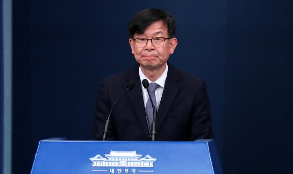 사임한 김상조 전 청와대 정책실장이 지난 29일 오전 청와대 춘추관 브리핑룸에서 인사말을 하던 모습. ⓒ뉴시스