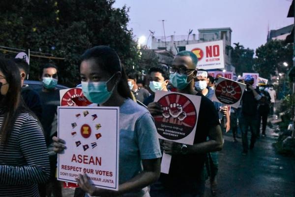 군부를 반대하는 미얀마 시위대의 모습. ⓒSNS