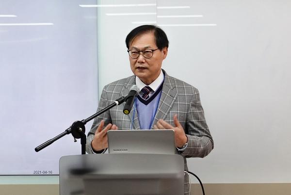 정종기 교수가 '탈북민 목회자가 사역하는 교회의 역할'에 대해 발표했다.