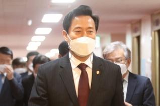 오세훈 서울시장이 20일 오전 서울 종로구 정부서울청사에서 열린 국무회의에 참석하고 있다. ⓒ뉴시스