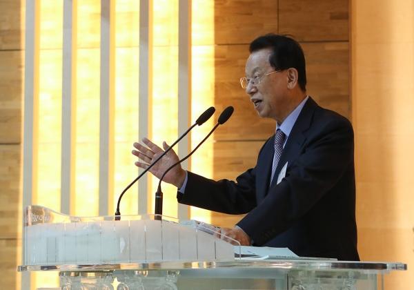 김삼환 이사장이 이날 개회에배에서 말씀을 선포하고 있다.