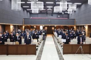 군선교연합회 제50차 정기총회 참석자들이 기도하고 있다.