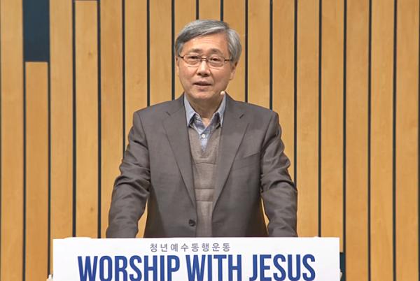 '워쉽 위드 지저스' 4월 집회 말씀을 전하고 있는 유기성 목사