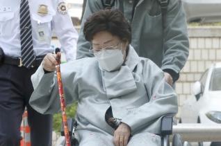 이용수 할머니가 21일 오전 서울 서초구 서울중앙지방법원에서 열린 일본군 위안부 피해자와 유족들이 일본을 상대로 제기한 손해배상 청구 소송 선고기일에 출석하고 있다. ⓒ뉴시스