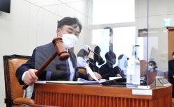 윤관석 정무위원장이 22일 오전 서울 여의도 국회에서 열린 제386회국회(임시회) 제1차 정무위원회 전체회의를 개의하고 있다. ⓒ뉴시스