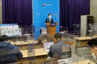 서울세관 전성배 외환조사총괄과장이 정부대전청사에서 서울 시내 아파트를 불법 취득한 외국인 수사결과에 대해 브리핑을 하고 있다. ⓒ뉴시스