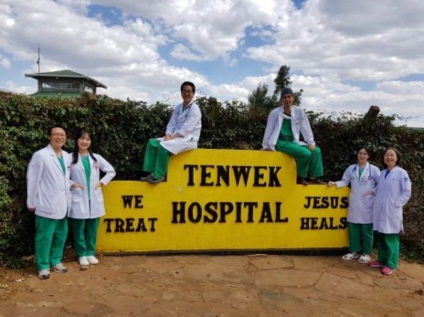 케냐 텐웍 선교병원에서 학생들과 함께