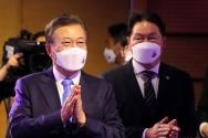 문재인 대통령과 최태원 대한상공회의소 회장이 31일 오전 서울 중구 대한상공회의소에서 열린 제48회 상공의 날 기념식에 참석하고 있다.