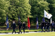 한미정상회담 참석차 미국 워싱턴을 방문중인 문재인 대통령이 20일 오전(현지시간) 워싱턴D.C. 인근 알링턴 국립묘지 내 무명용사의 묘를 참배하기 위해 이동하고 있다.