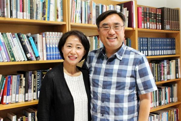 멕시코 장로회 신학교 학장 이상훈 선교사와 이성미 선교사