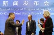 세계보건기구(WHO) 코로나19 기원 조사팀의 마리온 코프만스(오른쪽)과 중국 국가위생건강위원회의 코로나19 대응전문가 패널인 량완녠(왼쪽) 칭화대 교수